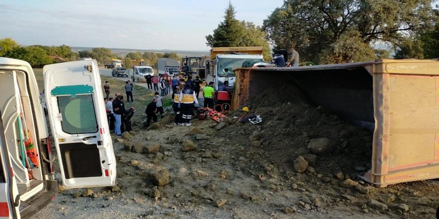 Uşak'ta iki hafriyat kamyonu çarpıştı!