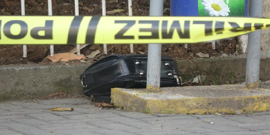 Kocaeli İzmit'te, Kaymakamlık binası karşısına bırakılan çanta polisi harekete geçirdi