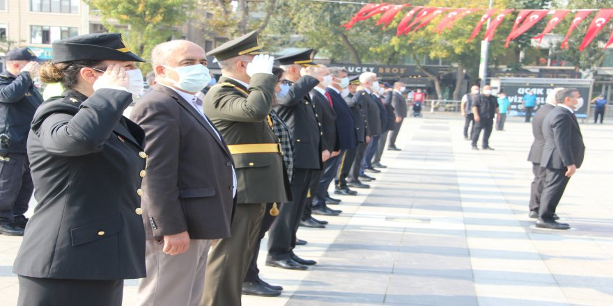 29 Ekim Cumhuriyet Bayramının 97. Yılı kutlamaları Düzce'de çelenk sunumuyla başladı