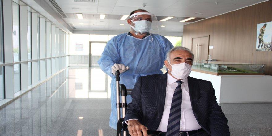 60 yaşındaki CHP'li vekil Aziz Aydınlık Covid-19'u yendi