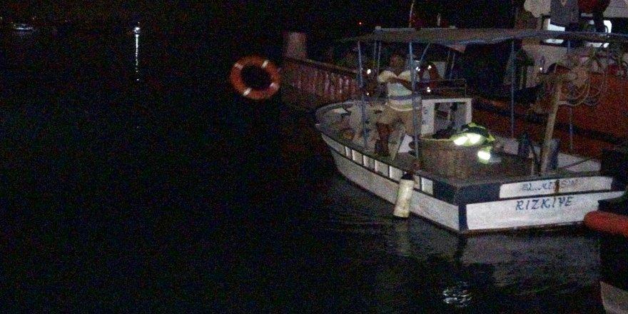 Mersin Erdemli'de balıkçı kayığı battı, 2 kişi yüzerek kurtuldu