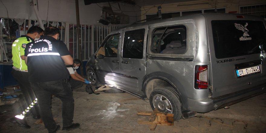 Şanlıurfa'da sürücünün Kontrolünden çıkan araç yemek yiyenlerin arasına daldı