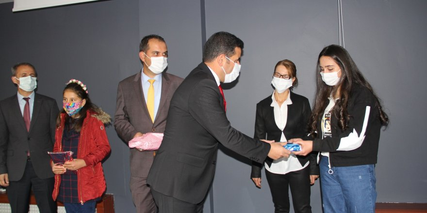 Ağrı Milli Eğitim Müdürü Faruk Tekin, başarılı öğrencileri ödüllendirdi
