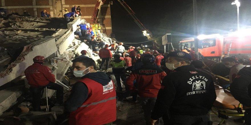 Kulalı anne-kızın yıkılan binaların altında kaldığı belirlendi