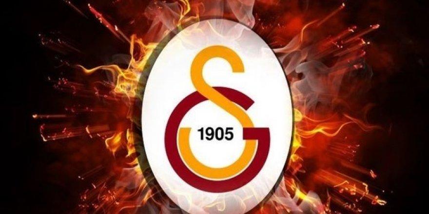 Galatasaray, Tribünlerde 'Geçmiş olsun İzmir' yazılı pankartlar astı