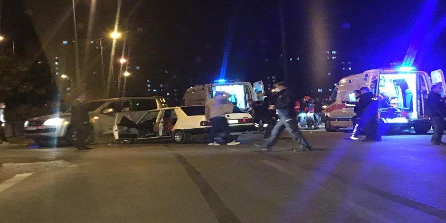 Kayseri'de Otomobil ile ticari araç çarpıştı: 10 yaralı