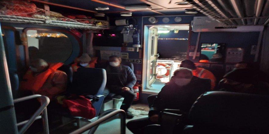 İstanbul'da balıkçı teknesi battı: 8 balıkçı kurtarıldı
