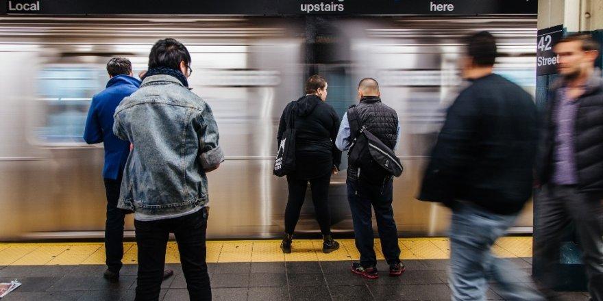 Amerika'nın New York kentinde  yolcular, korku içinde yaşıyor