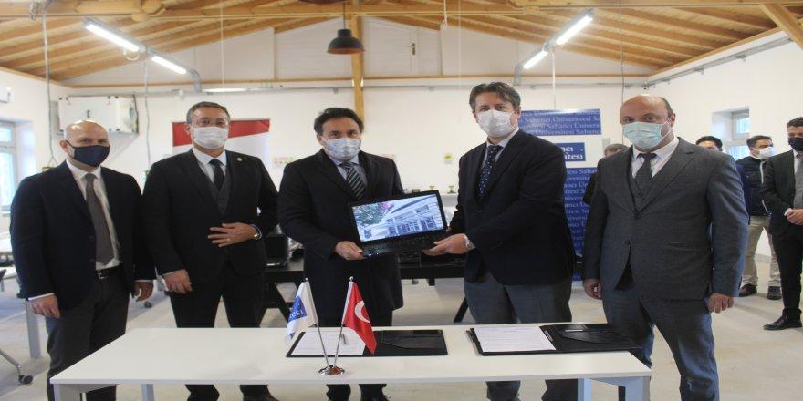 Balıkesir'de tam 224 adet bilgisayar, öğrencilere takdim edildi