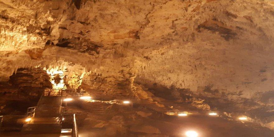 En önemli turizm değerlerinden birisi olan Sarıkaya Mağarası'nda, ışıklandırma çalışmaları sürüyor