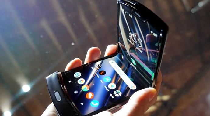 Motorola Katlanabilir Telefon Modelini Tanıttı!