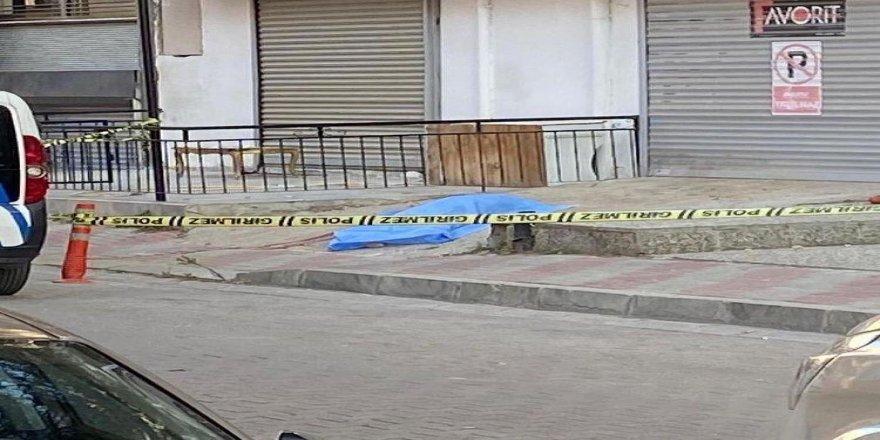 İzmir Karşıyaka'da balkondan düşen 76 yaşındaki kadın hayatını kaybetti