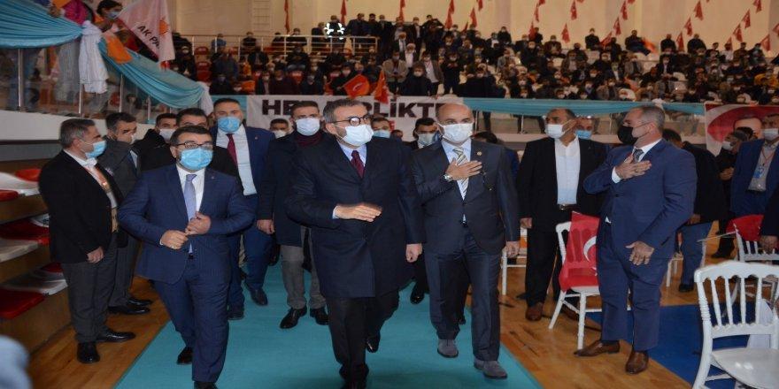 Telekonferans yöntemi ile Cumhurbaşkanı Recep Tayyip Erdoğan, bağlanarak partililere hitap etti