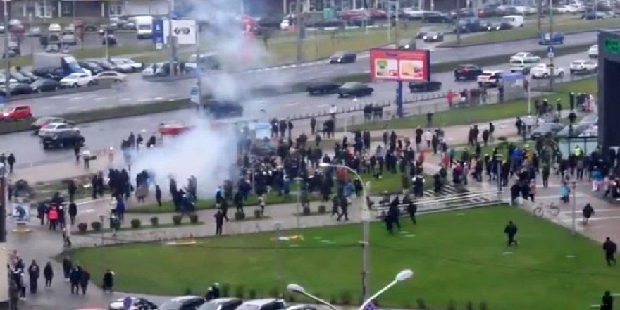 Belarus'ta, protestocular yine sokaklara döküldü!
