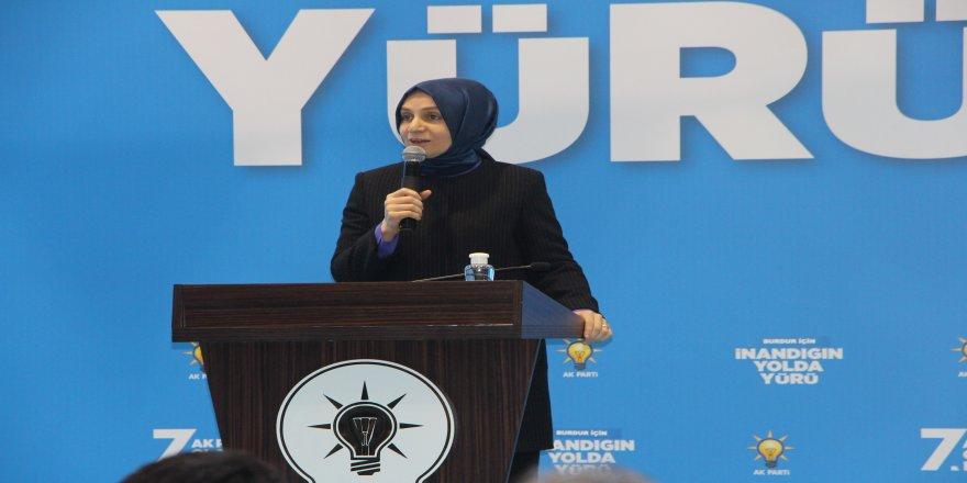 Sosyal mesafeye dikkat ederek, AK Parti Burdur 7. Olağan Kongresi düzenlendi