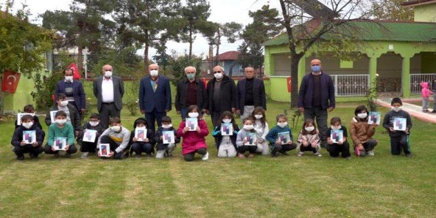 Köy çocuklarına, muhtarlardan tablet desteği