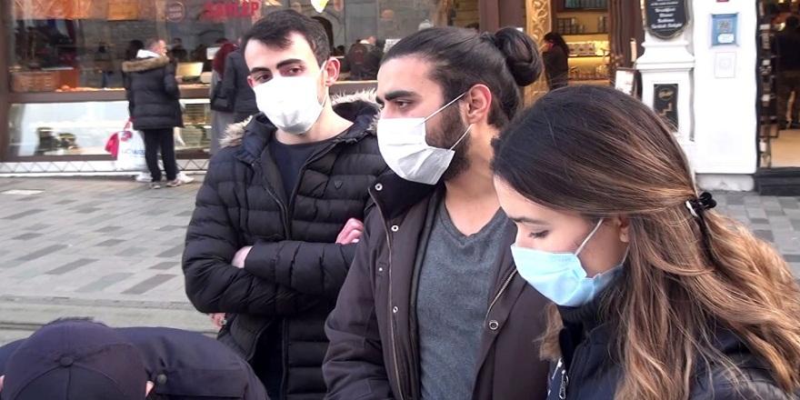 Taksim İstiklal caddesinde, maskesiz yakalan genç ile polis arasındaki ilginç diyalog! ''Öbür tarafta görüşeceğiz''