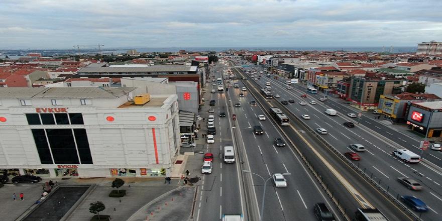 Gelişi güzel park edilen araçlar İstanbul trafiğini olumsuz etkiliyor!