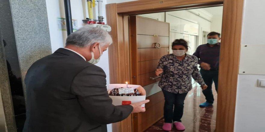 Vali Tuncay Sonel'den öğretmenlere doğum günü sürprizi