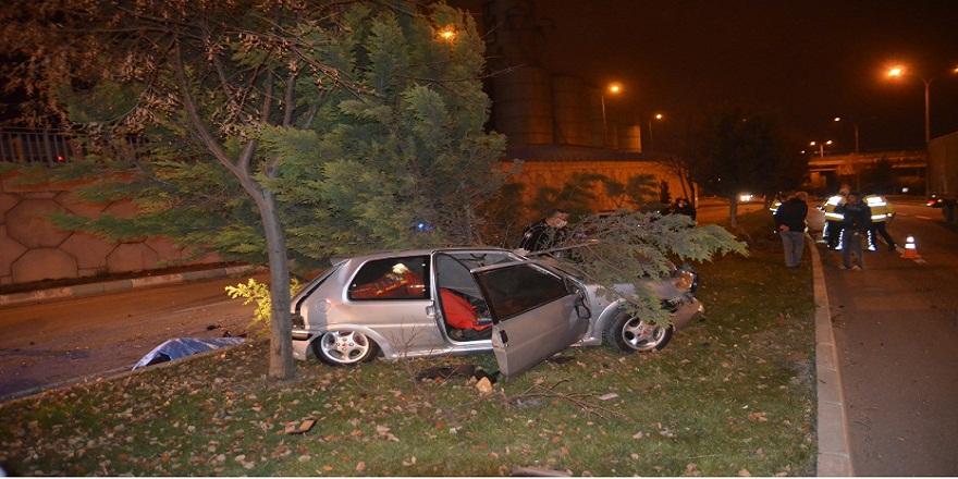 Kütahya'da, kontrolden çıkan otomobil ağaca çarptı! 1 ölü