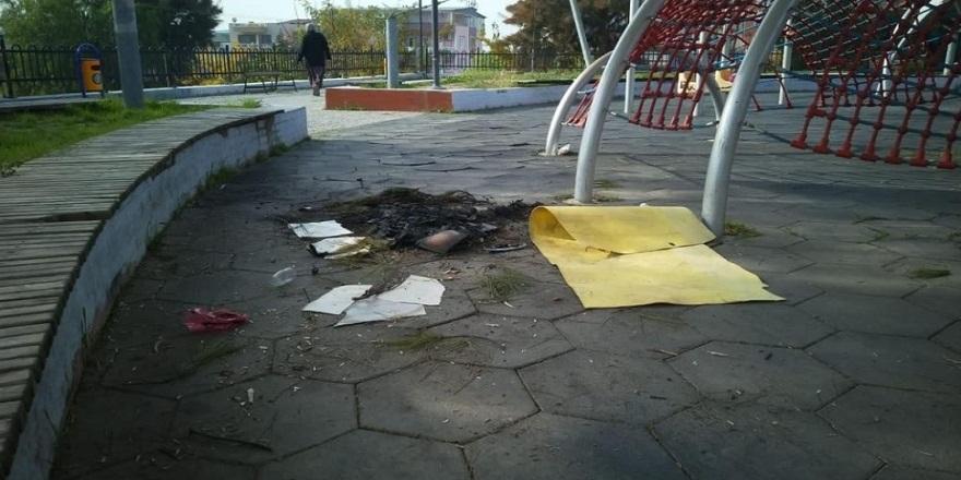 İzmir Buca'da, parklara çirkin saldırı! Bankları söküp ateş yaktılar!