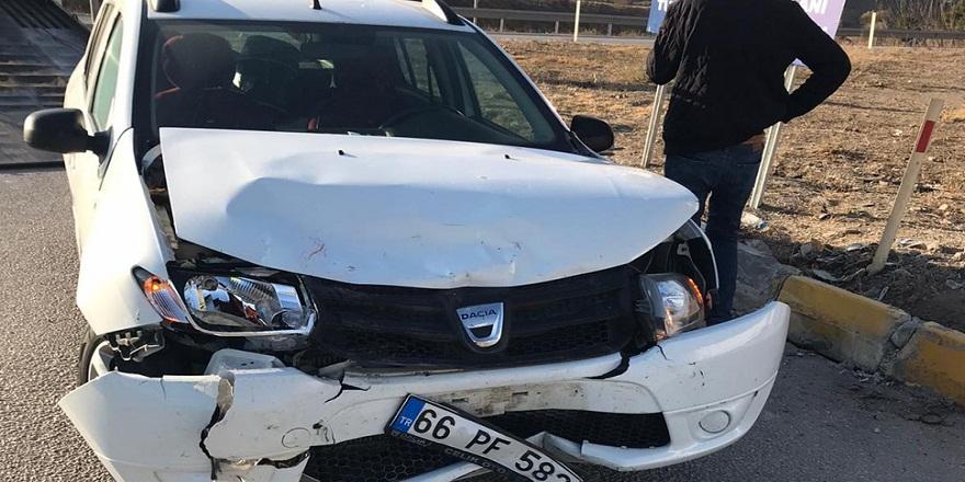 Kırıkkale'de, kavşakta 2 otomobil çarpıştı!