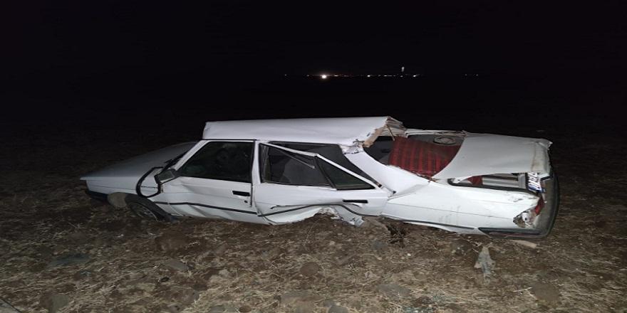 Diyarbakır'da, kontrolden çıkan otomobil takla atarak tarlaya uçtu! 3 yaralı