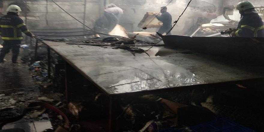 Adana'da Mobilyacılar Sitesinde çıkan yangın korkuttu!