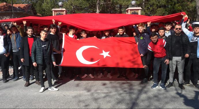 kütahya öğrencilerinden İdlib şehitleri için Türk bayraklı yürüyüş