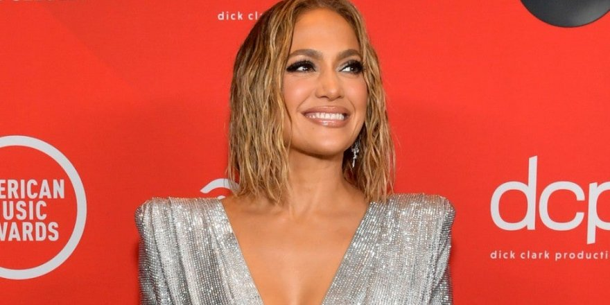 Jennifer Lopez'den şok eden çıplak poz yankı uyandırdı! Hayranları şaşkın…
