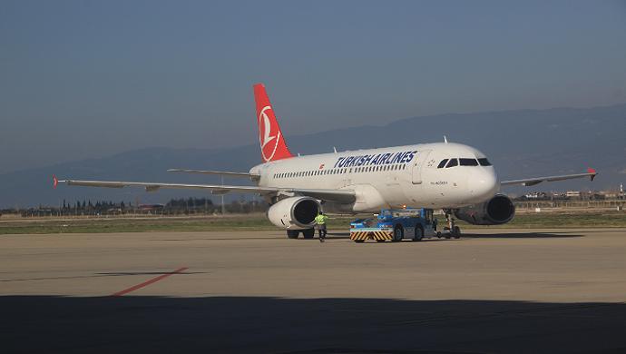Koca Seyit Havalimanı uçuş sayısını yüzde 52 artırdı
