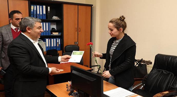 Başkan Şayir'den kadın personellere anlamlı 8 Mart hediyesi