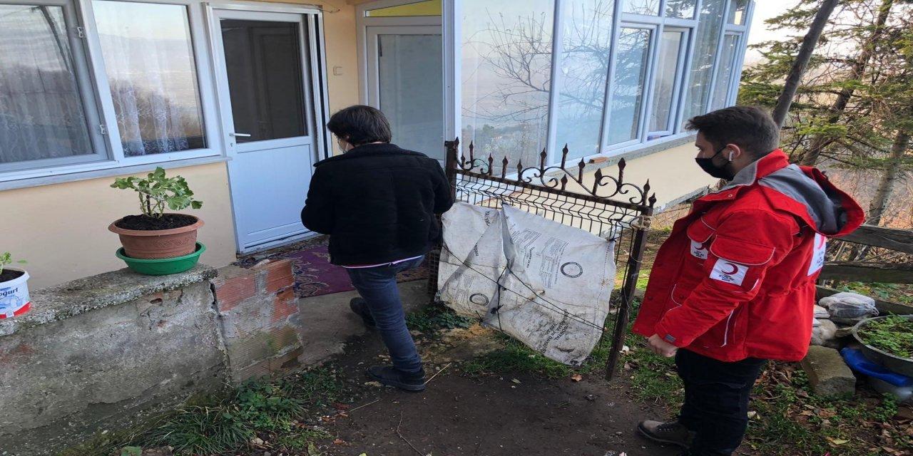 Düzce'de Genç Kızılay Gönüllüleri ihtiyaç sahiplerine destek oldu