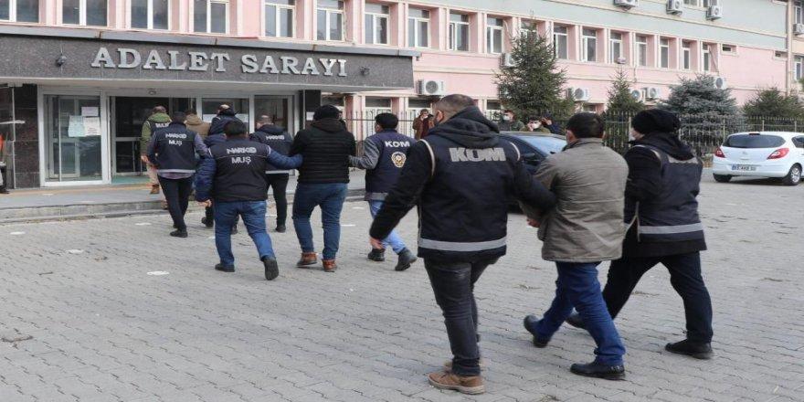 Muş'ta ehliyet sınavı için kopya düzeneği kuran çete çökertildi