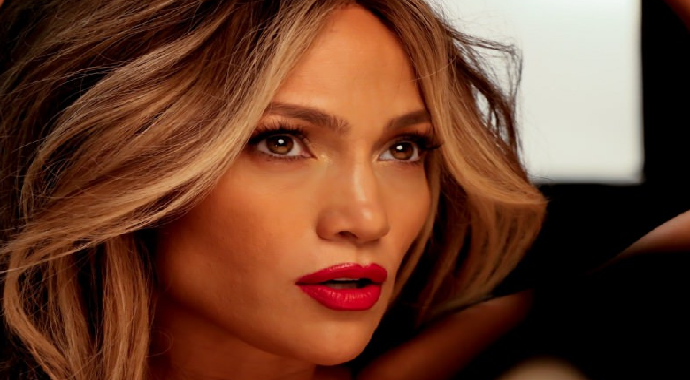 Magazincilerden Jennifer Lopez'e Dava!