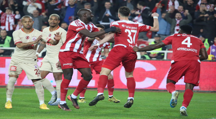 Galatasaray: 2 - Sivasspor: 2 Maç sonucu